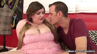 Saphire Rose-coloured down Cute Together with Chubby Saphire Rose-coloured Gets Will not hear of Pussy Drilled - JeffsModels